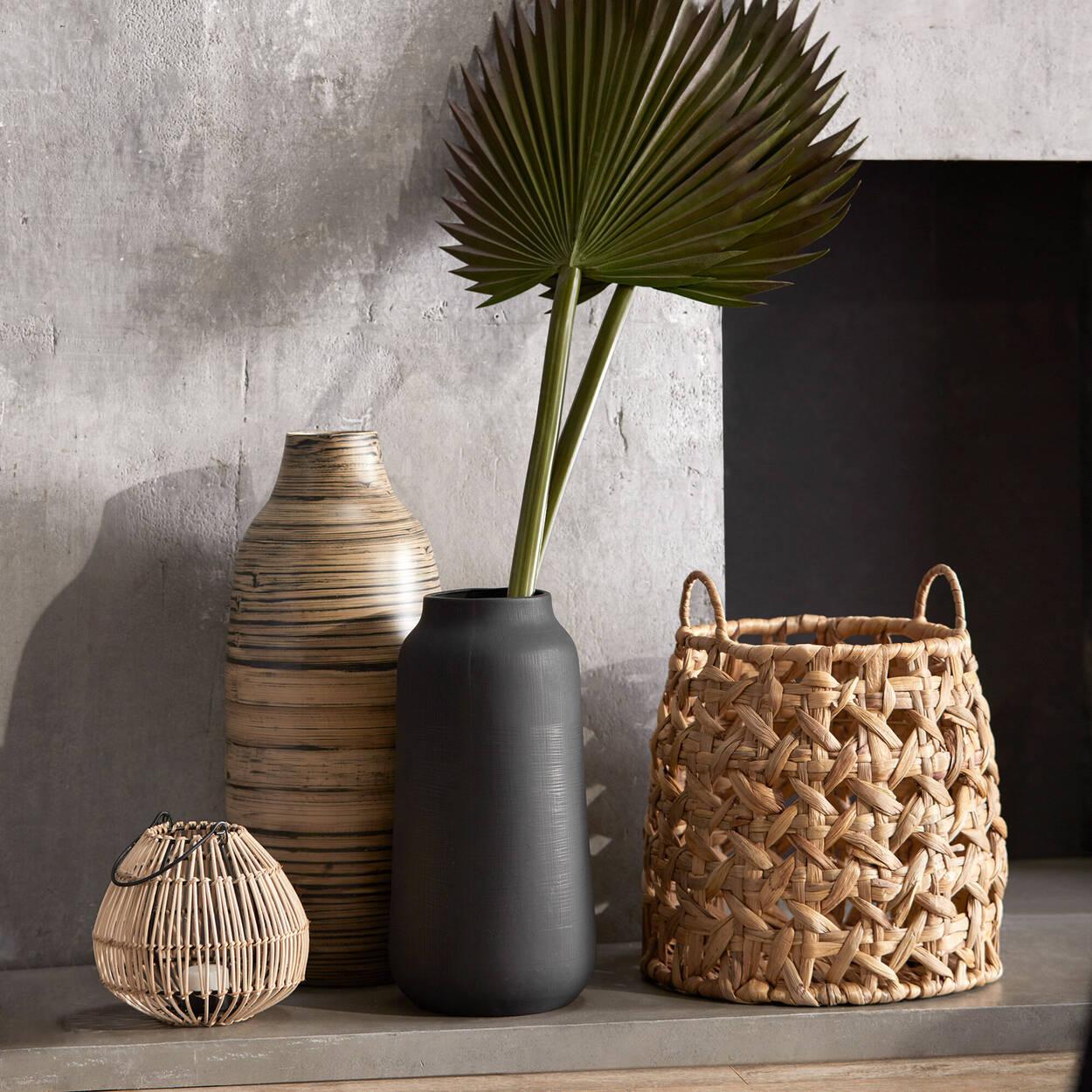 Vase en bambou noir et naturel