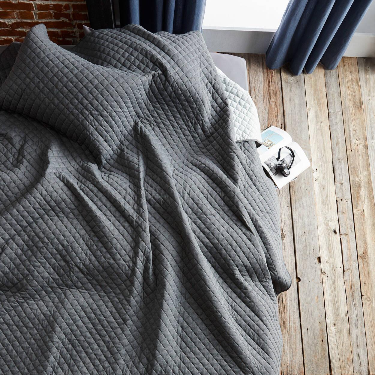 collection damien ensemble de couvre lit r versible en jersey. Black Bedroom Furniture Sets. Home Design Ideas