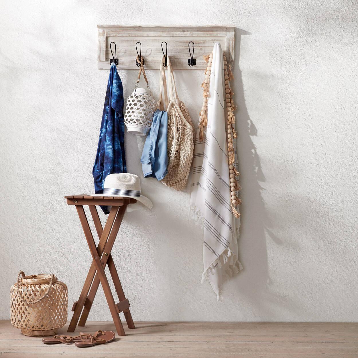 Ensemble de 5 crochets sur plaque en bois effet vieilli