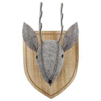 Trophée de cerf en feutre et en bois