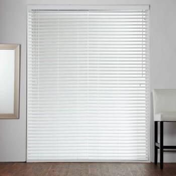Store horizontal pour porte-fenêtre à imitation de bois