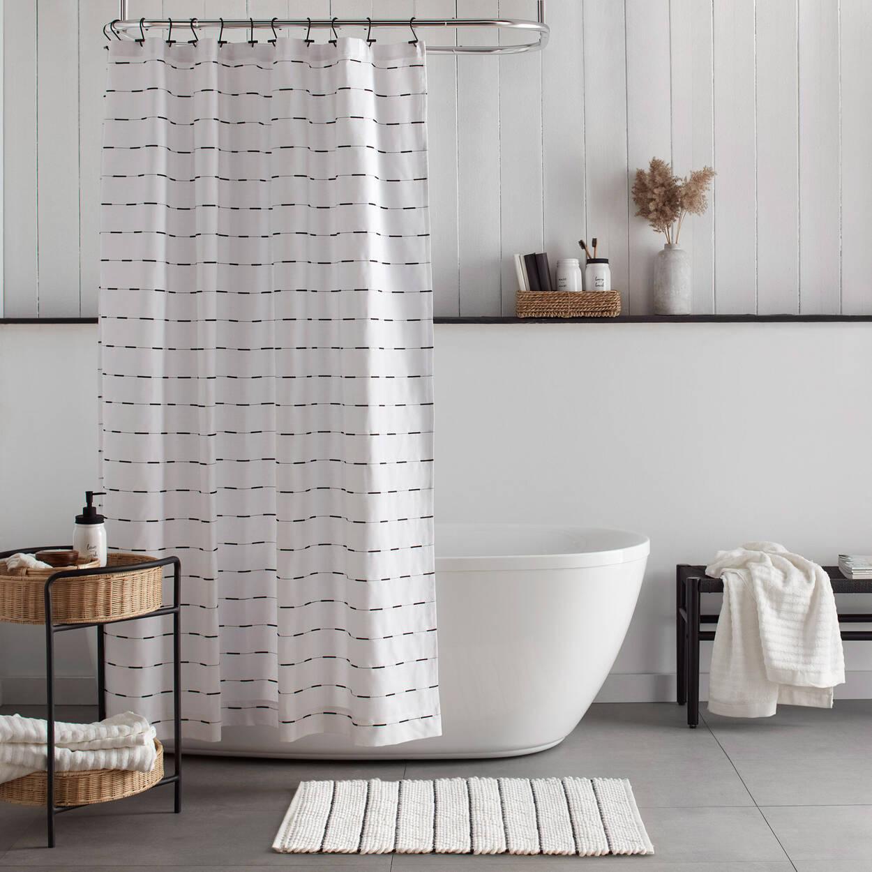 Tapis de bain avec rayures noires