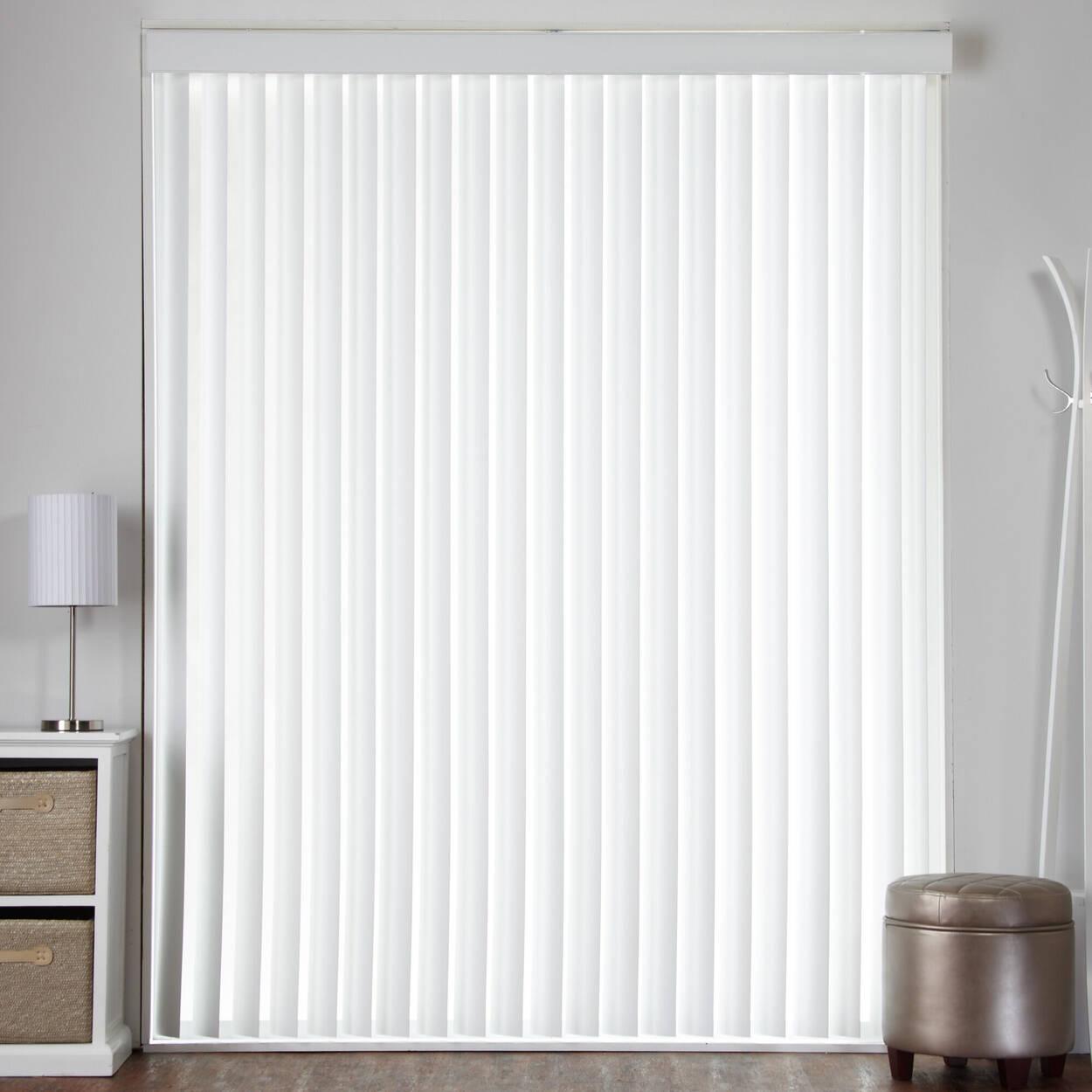 Store vertical pour porte-fenêtre en imitation de bois
