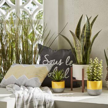 "Summer Lovin' Water-Repellent Decorative Pillow 18"" X 18"""