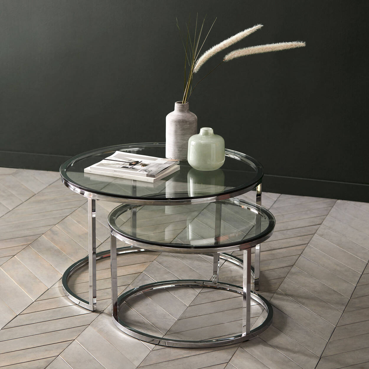 Ensemble de 2 tables d'appoint en verre trempé et en métal