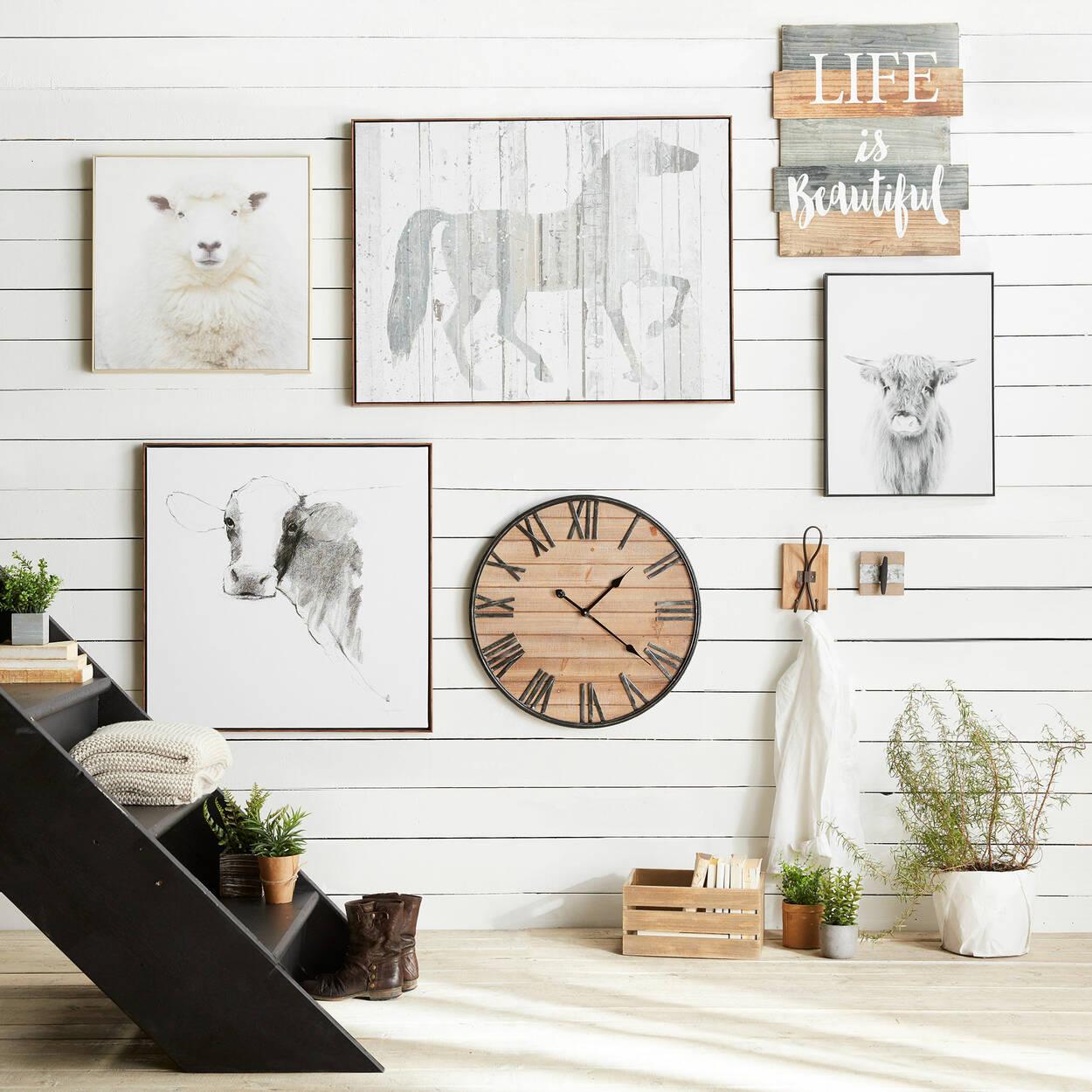 Crochet mural en métal sur planche de bois