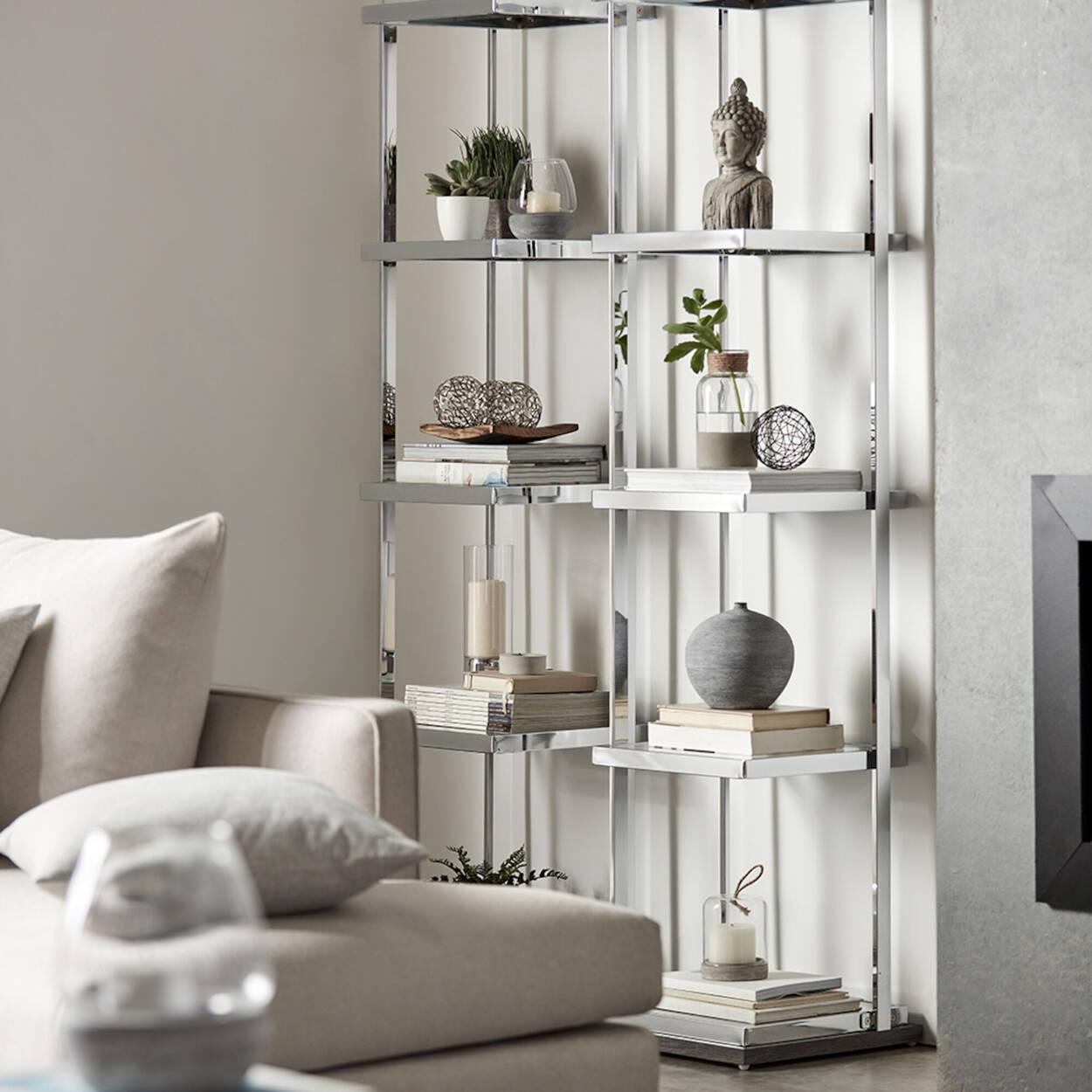 Étagère en chrome et en verre avec base en bois laminé