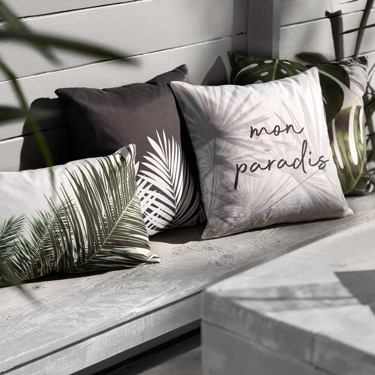 """Coussin décoratif feuilles tropicales et typographie 18"""" x 18"""""""
